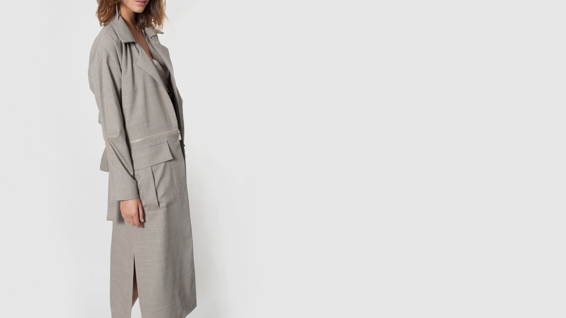 płaszcz beżowy z kieszeniami